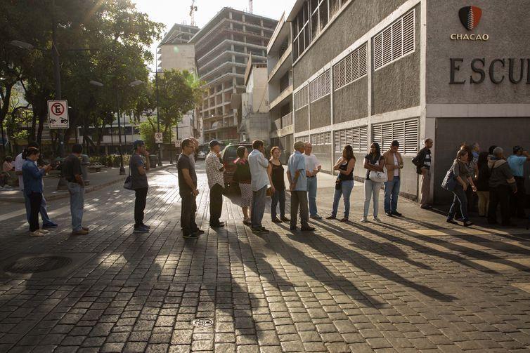 Vinte milhões foram convocados a votar neste domingo (20) na Venezuela