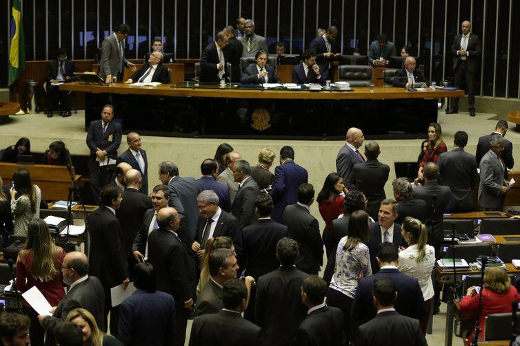 Sessão plenária do Congresso Nacional para votar projetos de crédito e criação de cargos.