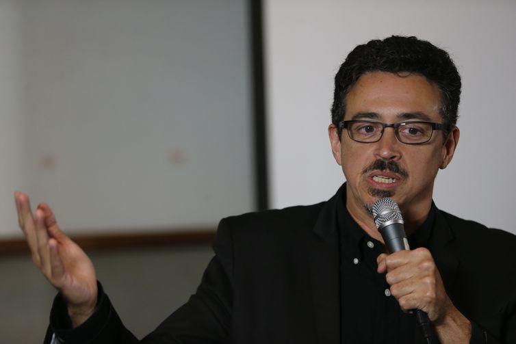 Rio de Janeiro - O ministro da Cultura, Sérgio Sá Leitão, fala na cerimônia de posse da nova diretora do Centro Técnico Audiovisual, Daniela Pfeiffer (Fernando Frazão/Agência Brasil)