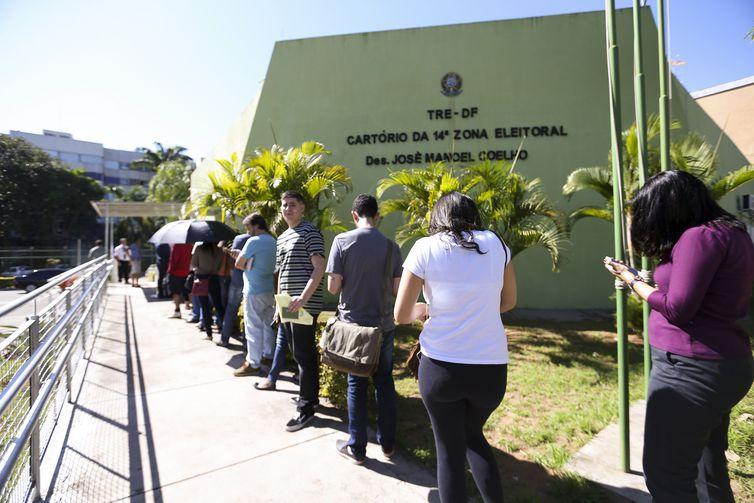 Brasilienses enfrentam filas no último dia para regularização da situação com a Justiça Eleitoral.