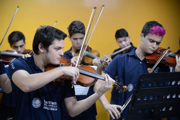 Rio de Janeiro - Apresentação da Orquestra da Maré durante assinatura de renovação da parceria entre a Deutsche Welle e a EBC para exibição de programas(Tomaz Silva/Agência Brasil)