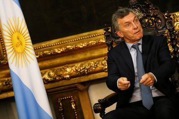 Brasília - O presidente da Argentina, Mauricio Macri, é recebido pelo presidente do Senado, Eunício Oliveira (Marcelo Camargo/Agência Brasil)