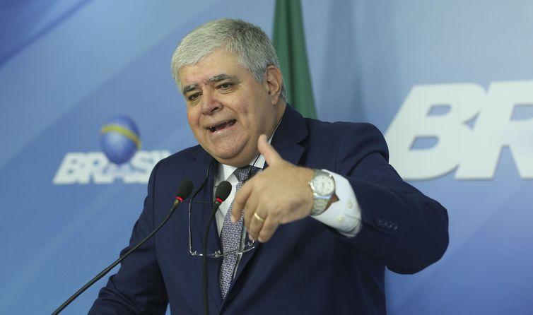 Ministro Carlos Marun concede entrevista após reunião, no Palácio do Planalto, com o presidente Michel Temer e ministros que integram o gabinete de crise, para avaliar a situação nas rodovias federais.