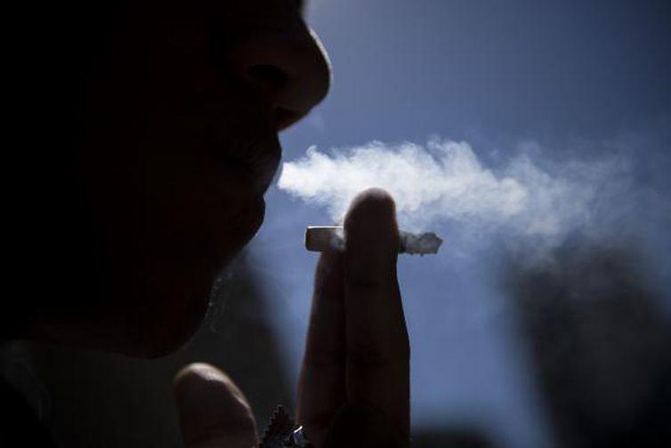 Justiça ordena fechamento de áreas para fumantes em cafeterias na Holanda