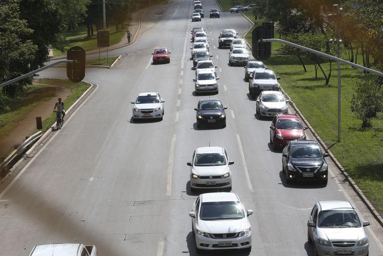 Brasília - Com o fim do feriado prolongado pelo dia da Proclamação da República, o trânsito está normal na BR-070 (Antonio Cruz/Agência Brasil)