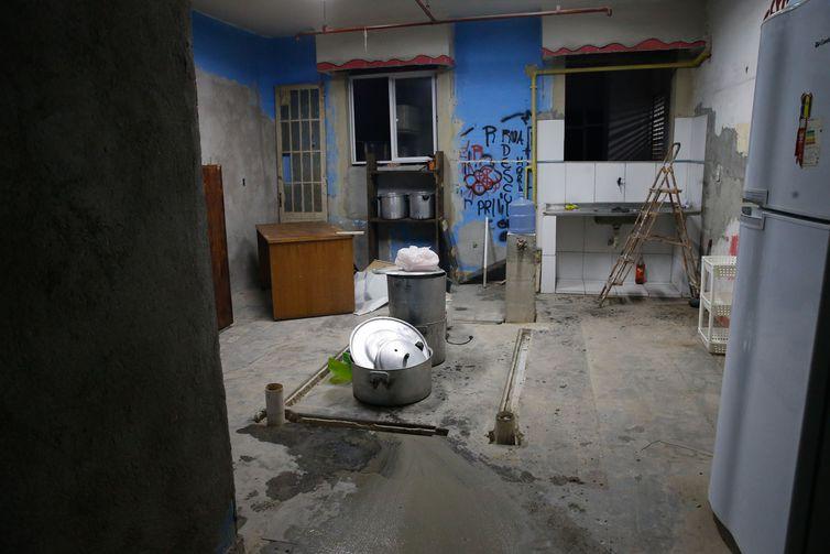 Espaço em reforma feita por moradores onde funcionará a cozinha industrial da Ocupação Manuel Congo, um prédio abandonado do INSS na Cinelândia, no centro do Rio, habitado por 42 famílias.