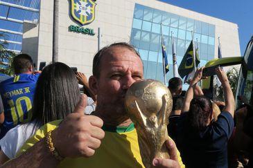 O torcedor Jarbas Carlini diz que está otimista com o desempenho da seleção brasileira na Copa da Rússia