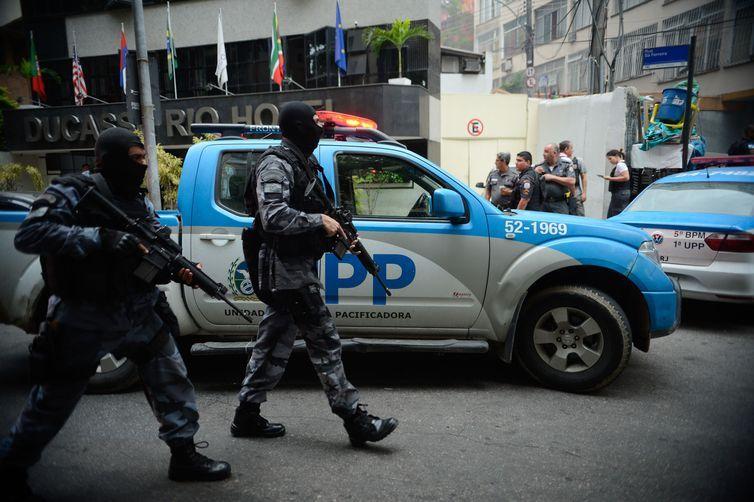Rio de Janeiro - Operação policial após ataques às bases das Unidades de Polícia Pacificadora (UPP) nas comunidades do Cantagalo e Pavão-Pavãozinho, em Copacabana. (Fernando Frazão/Agência Brasil)
