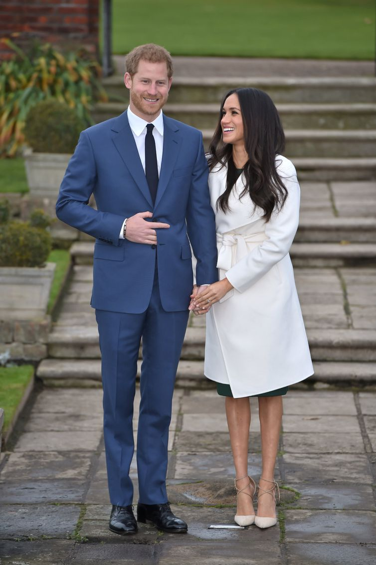 O casal apaixonado Harry e Meghan se casa neste sábado, apenas seis meses após o noivado - e menos de dois anos de relacionamento.