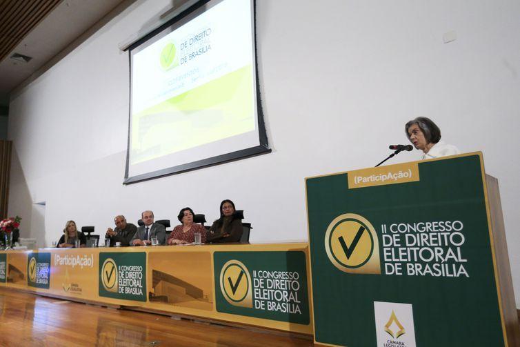A presidente do Supremo Tribunal Federal (STF), Cármen Lúcia, faz palestra no 2º Congresso de Direito Eleitoral de Brasília, na Câmara Legislativa do DF (CLDF).
