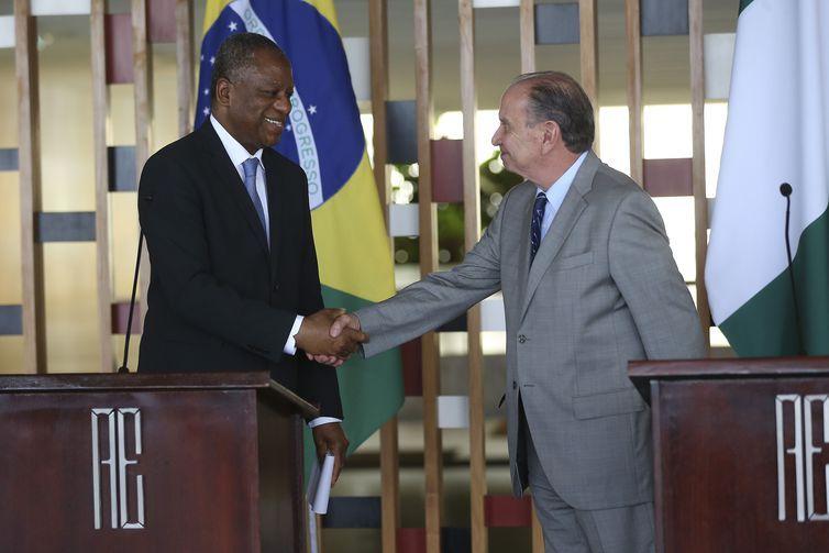 O ministro dos Negócios Estrangeiros da Nigéria, Geoffrey Onyeama, e o ministro das Relações Exteriores, Aloysio Nunes Ferreira, durante encontro no Palácio Itamaraty.