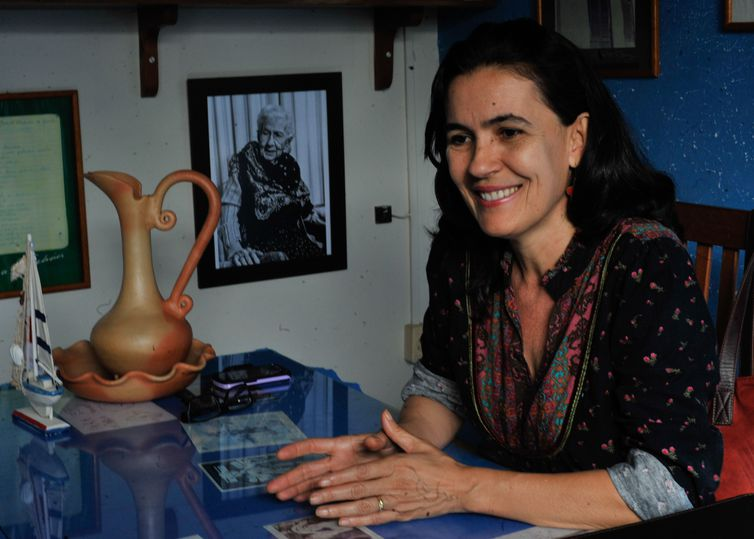 Professora de literatura da Universidade Estadual de Goiás Ebe Maria de Lima Siqueira diz que vida e obra de Cora Coralina ainda precisam ser compreendidas pela população da cidade (Marcello Casal Jr/Agência Brasil)