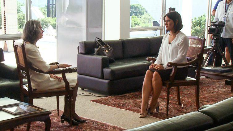 A jornalista Roseann Kennedy entrevista a presidente do STF, Cármen Lúcia - Foto Divulgação/Agência Brasil