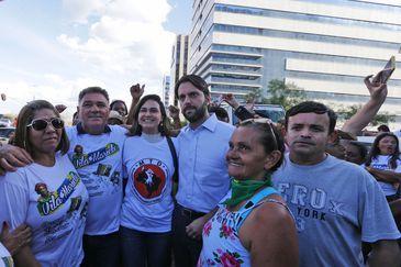 O ministro Alexandre Baldy se reúne com representantes de movimentos por moradia vindos de 16 estados, no acampamento montado em frente ao Ministério das Cidades.