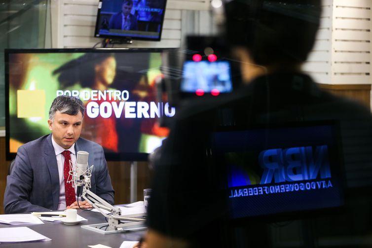 O ministro do Planejamento, Esteves Colnago, é o convidado do programa Por Dentro do Governo desta quinta-feira (14).