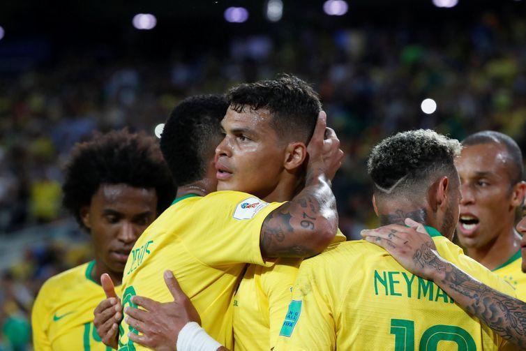 Copa 2018: Brasil e Sérvia. Comemoração do segundo gol do Brasil.