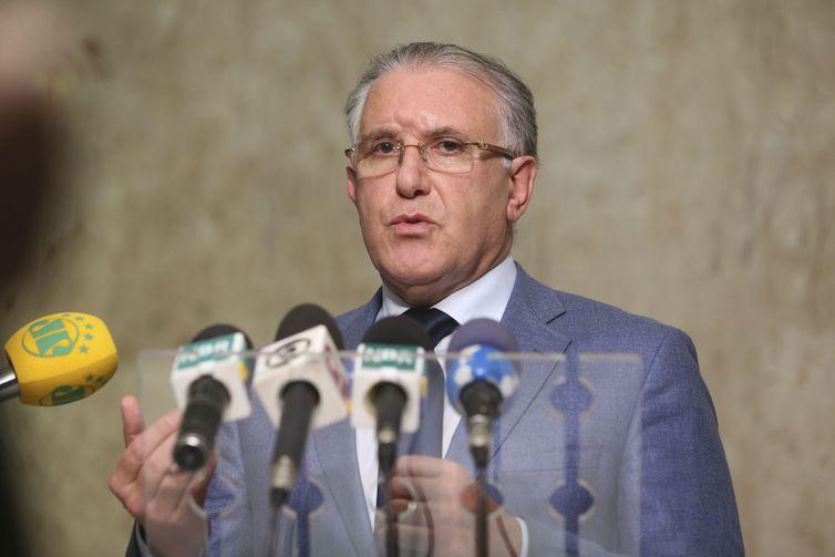 Ministro do Desenvolvimento Social, Alberto Beltrame, fala à imprensa, no Palácio do Planalto.