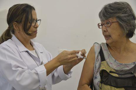 Campanha Nacional de Vacinação contra a gripe, que será realizada entre os dias 23 de abril a 1º de junho em todo país, no Centro de Saúde Pinheiros, região oeste.