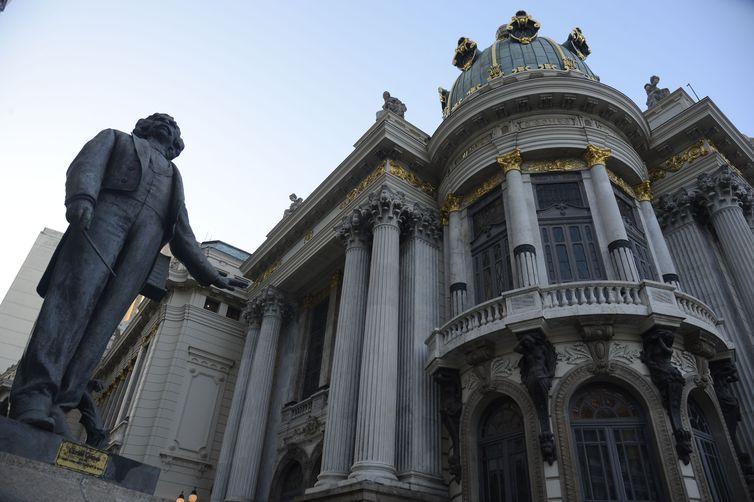 Theatro Municipal do Rio de Janeiro completa 109 anos