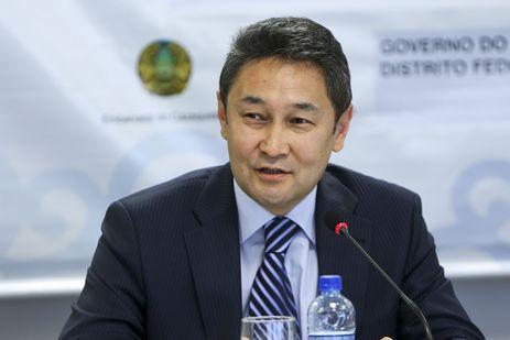 """O embaixador do Cazaquistão, Kairat Sarzhanov, durante a mesa redonda """"Astana e Brasília"""" em comemoração aos 20 anos da capital do Cazaquistão."""