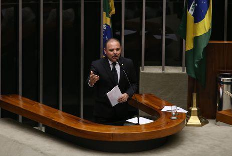 Brasília - Deputado Flavinho (PSB/SP) fala durante discussão do processo de impeachment de Dilma, no plenário da Câmara (Valter Campanato/Agência Brasil)