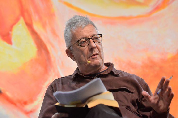O professor Eduardo Jardim participa da sessão de abertura da Flip 2015 - Festa Literária Internacional de Paraty, com a mesa literária: As Margens de Mário (Tânia Rêgo/Agência Brasil)