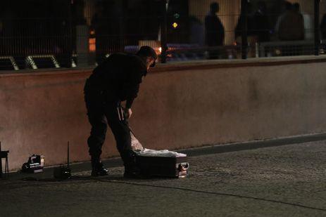 Esquadrão de Bombas foi acionado para verificar uma mala que foi abandonada em frente ao Palácio do Planalto. Após perícia, foi descartado qualquer risco à segurança.