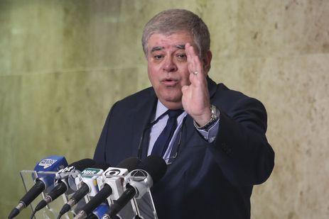 O ministro da Secretaria de Governo da Presidência da República, Carlos Marun, fala à imprensa, no Palácio do Planalto