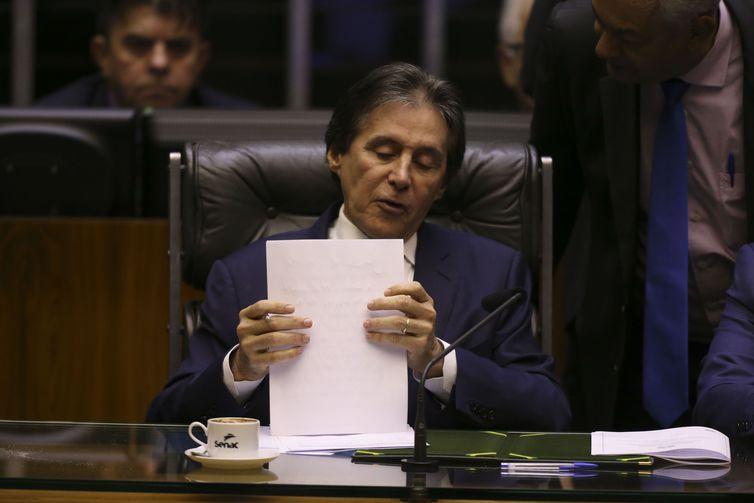 O presidente do Senado, Eunício Oliveira durante sessão plenária, para apreciar e votar o projeto da Lei de Diretrizes Orçamentárias (LDO) para 2019