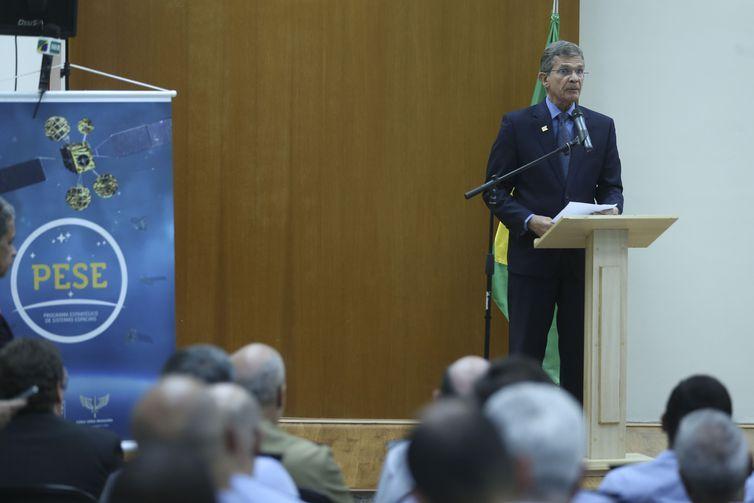 O ministro da Defesa, Joaquim Silva e Luna, discursa na cerimônia de assinatura do Programa Estratégico de Sistemas Espaciais (PESE).