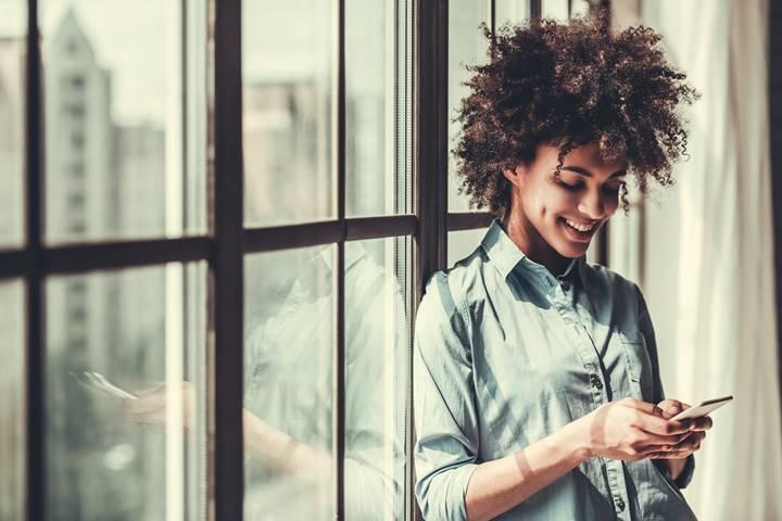 Conta bancária virtual no WhatsApp seria adotada por 44% dos usuários