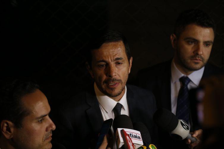 O advogado de defesa do agressor do deputado Jair Bolsonaro, Zanone Oliveira Junior fala à imprensa.