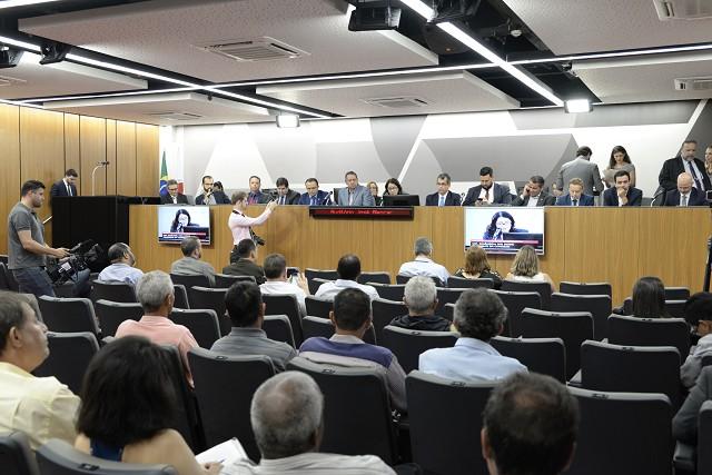 Falta de repasses irrita prefeitos que falam até em impeachment de Zema
