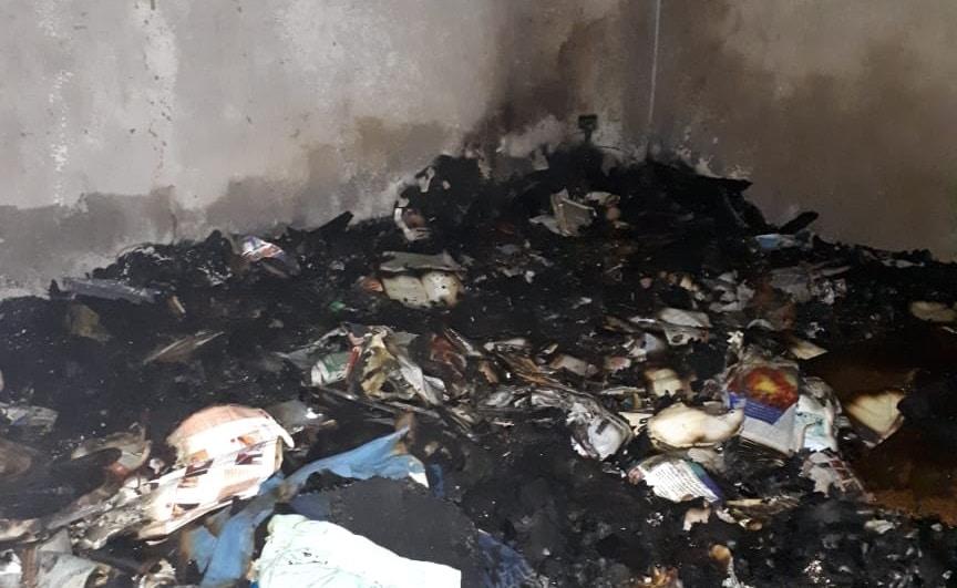 Vela causa incêndio e morador tem rosto e mãos queimadas