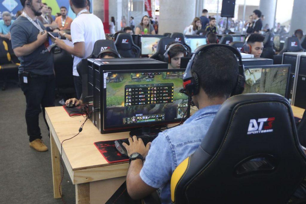 Bolsonaro reduz impostos sobre games eletrônicos