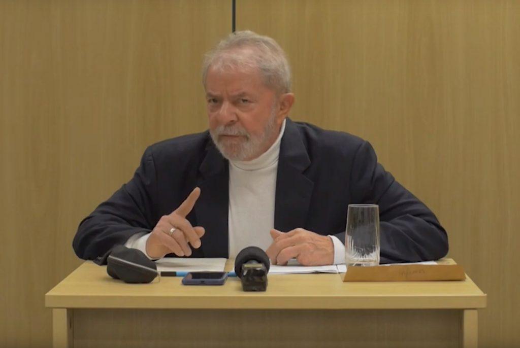 """Lula diz que vai provar a inocência e chama Bolsonaro de """"monstro"""""""
