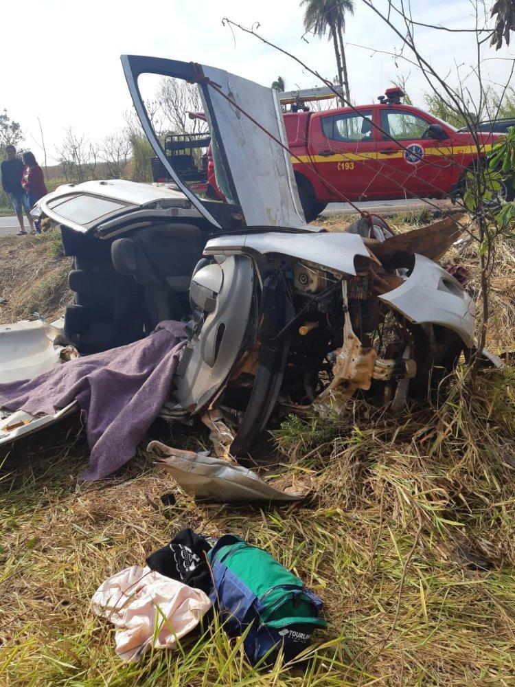 Ciclista e dois passageiros morrem em acidente na BR-365