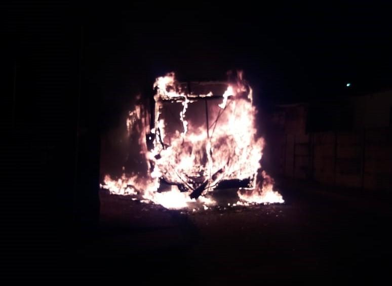 Ônibus é incendiado em São Gotardo