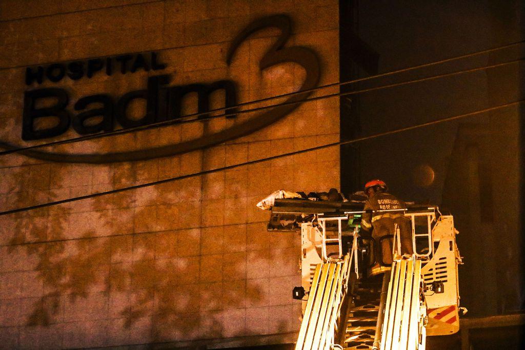 Incêndio em hospital deixa onze mortos (5)