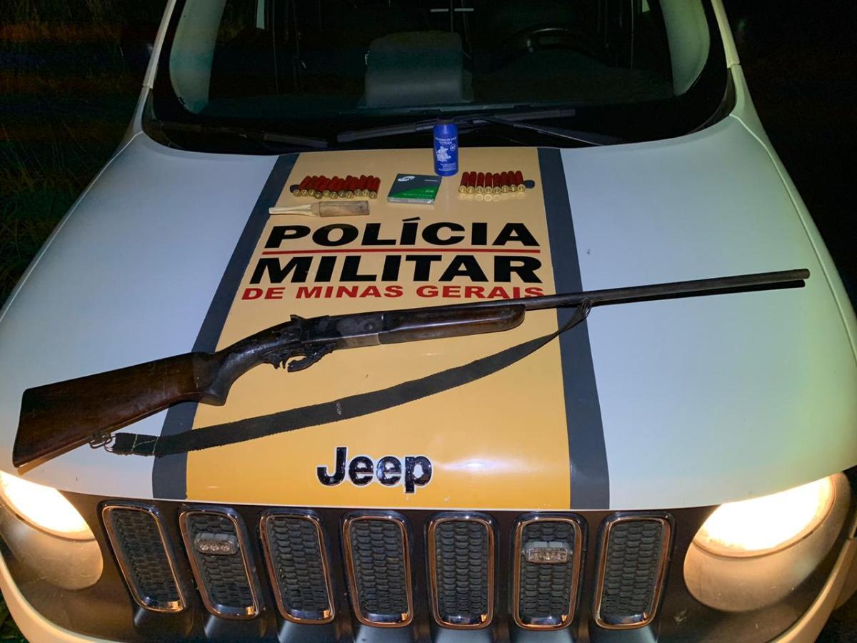 Motorista inabilitado é preso com arma na MGC-462 em Patrocínio