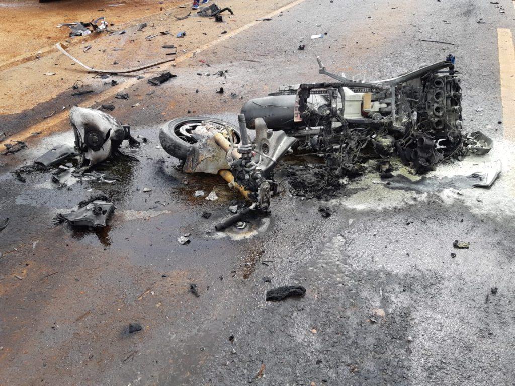 Motoqueiro morre em acidente na BR-365