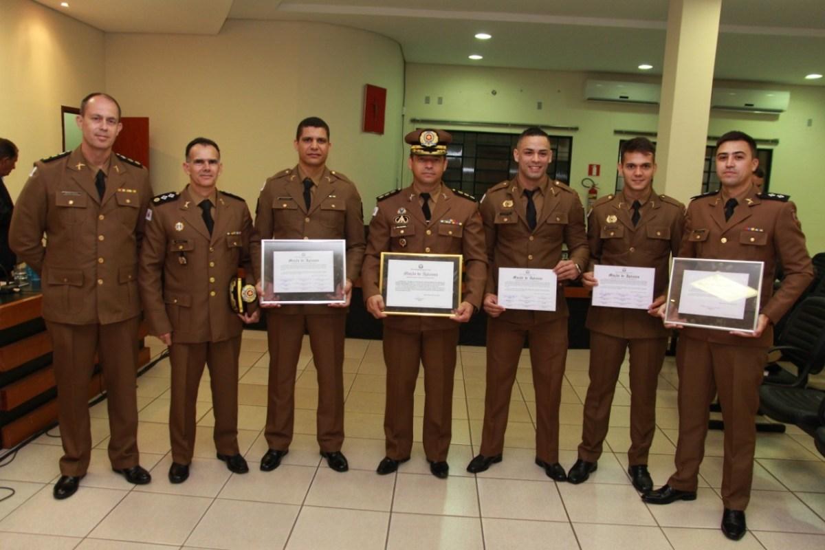 Policiais militares são homenageados na Câmara de Monte Carmelo