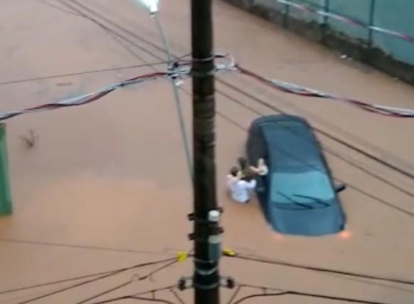 Resgate chuva e temporal em Patos de Minas