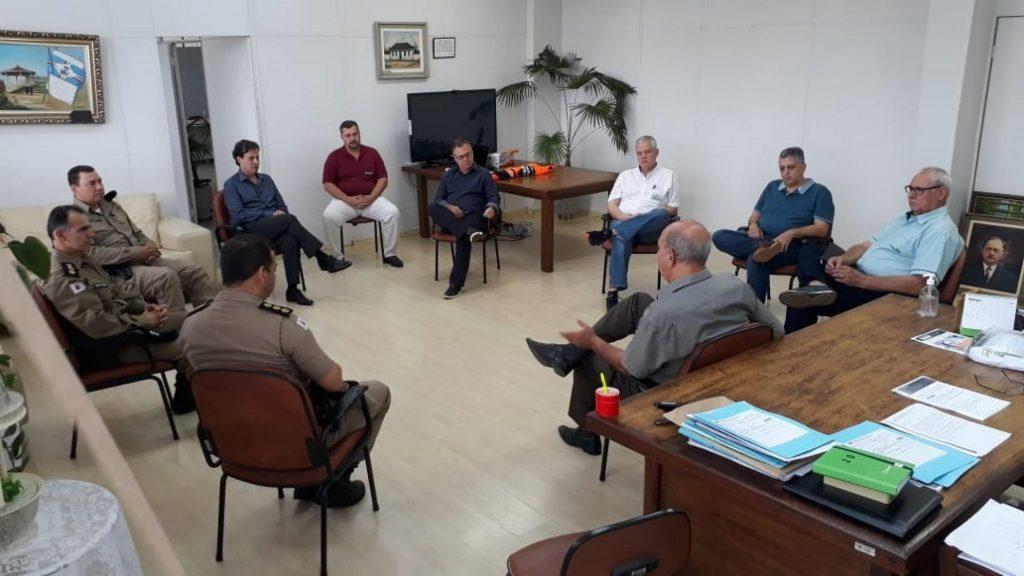 Entidades discutem reabertura do comércio em Patos de Minas
