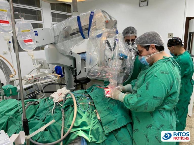 cirurgia_aneurisma_microscopia_HRAD