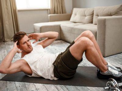 Heimtraining: Praktische Tipps für effektives Training zu Hause (mit maximalen & mininalen Equipment)