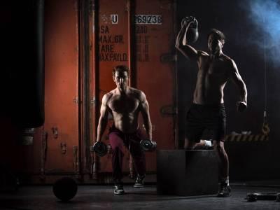 Muskelaufbau mit ketogener Ernährung: Welche Auswirkungen hat ein Kalorienüberschuss (in Kombination mit Krafttraining)?