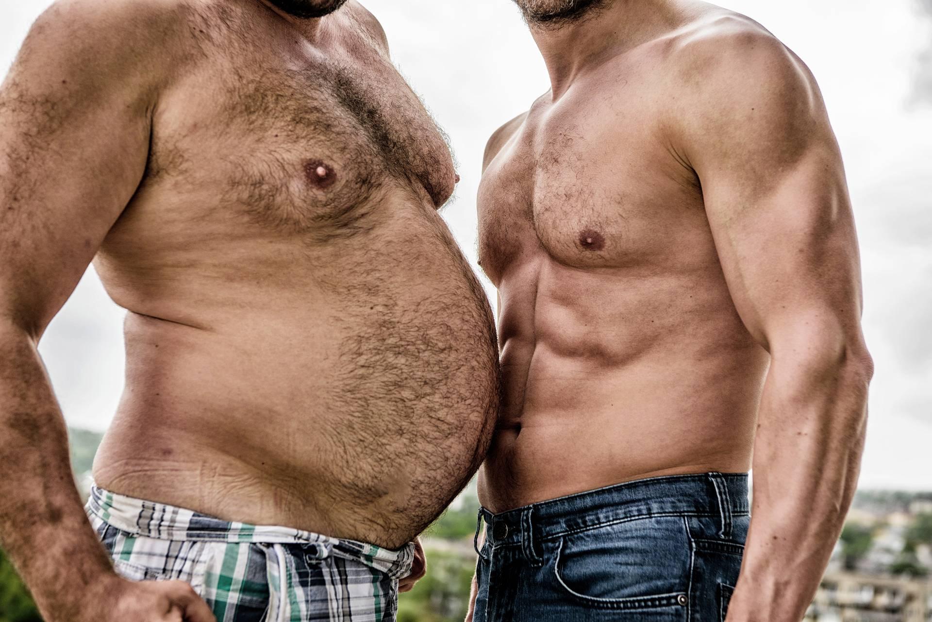 Bauchfett adé: Ausdauertraining, Krafttraining – oder eine Kombination aus beidem?