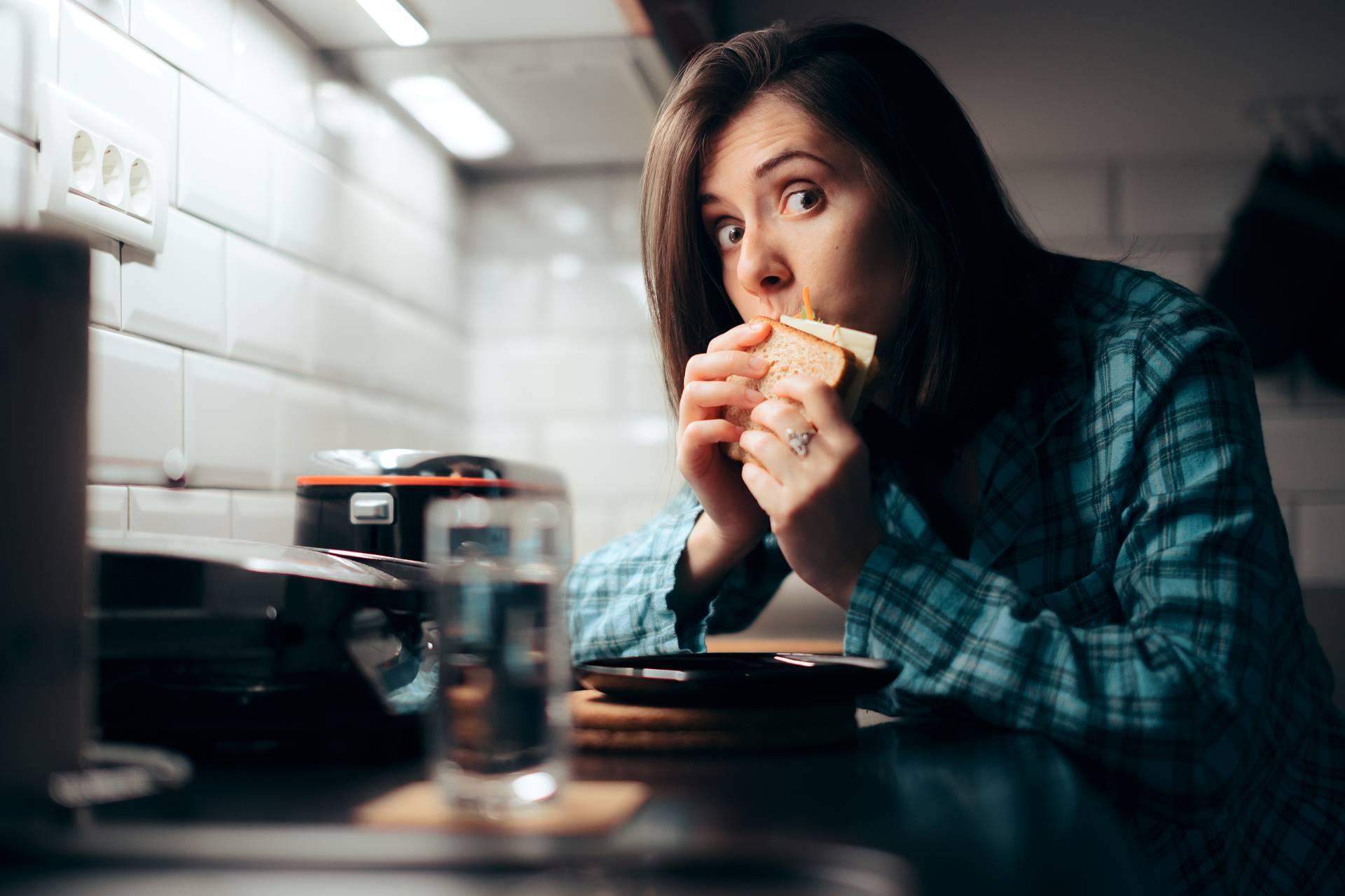 Gesteigerte Kalorienzufuhr aufgrund von Schlafmangel: Wie lange dauert es, bis sich Hunger & Appetit wieder normalisiert haben?