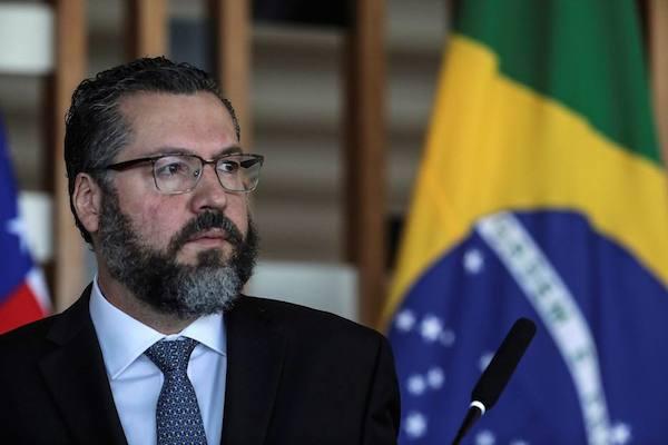 """""""Brasil não está queimando a floresta"""", diz Ernesto Araújo nos EUA"""